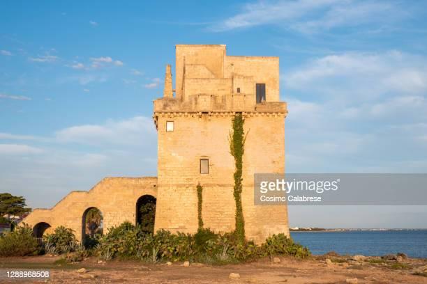 torre colimena, salento / apulia - torre struttura edile foto e immagini stock