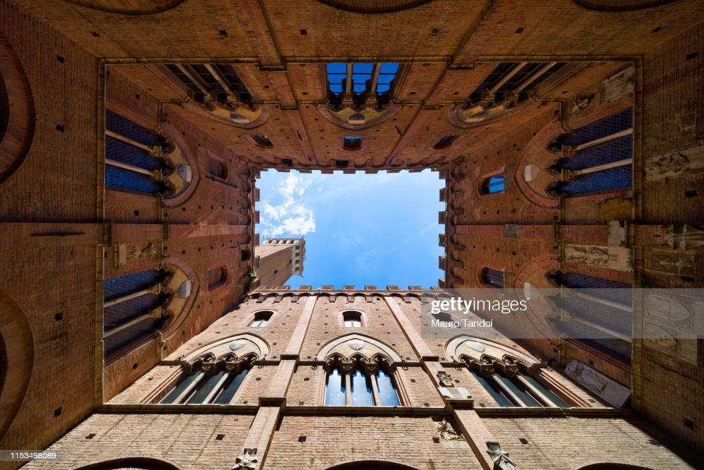Torre del Mangia seen from courtyard of Palazzo Pubblico, Siena, Province of Siena, Tuscany, Italy : Foto stock