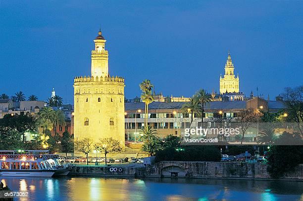 torre oro and the giralda tower, seville, andalusia, spain - la giralda fotografías e imágenes de stock