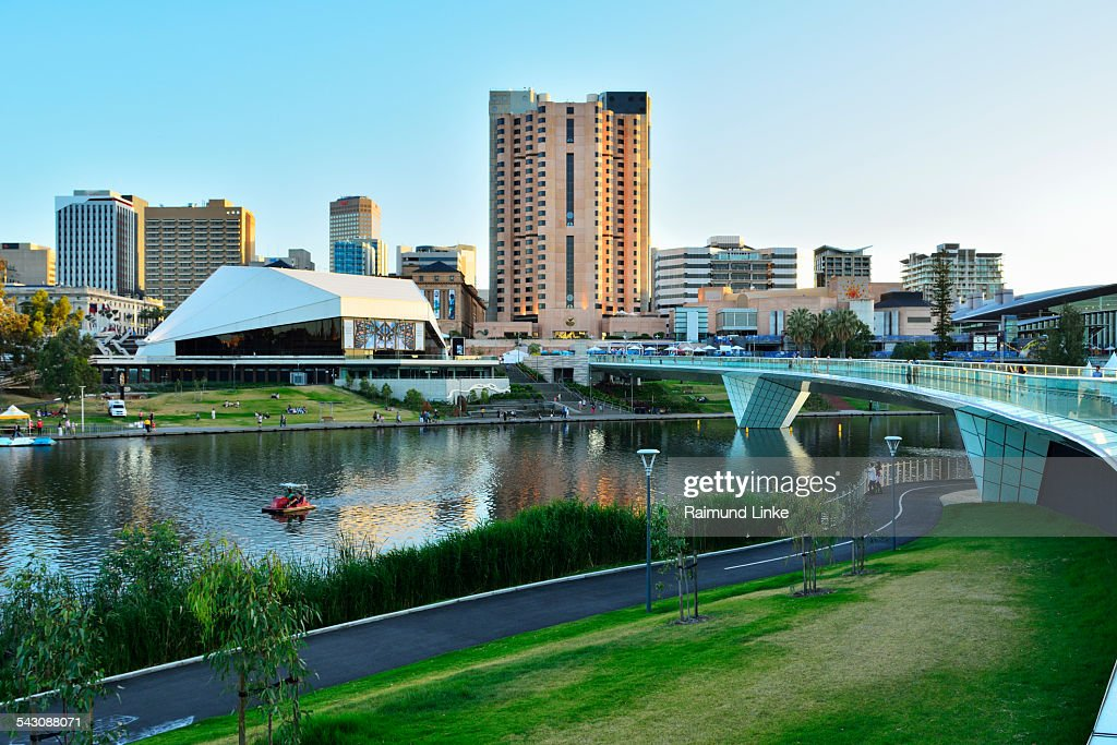 Torrens Lake and the Adelaide Festival Centre, Ade : ストックフォト