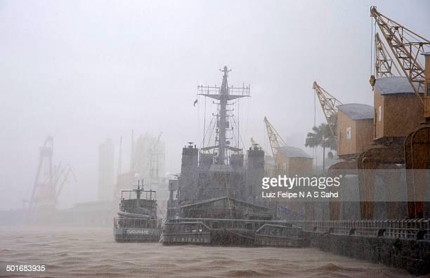 CONTENT] Torrential rain in the port of Belem
