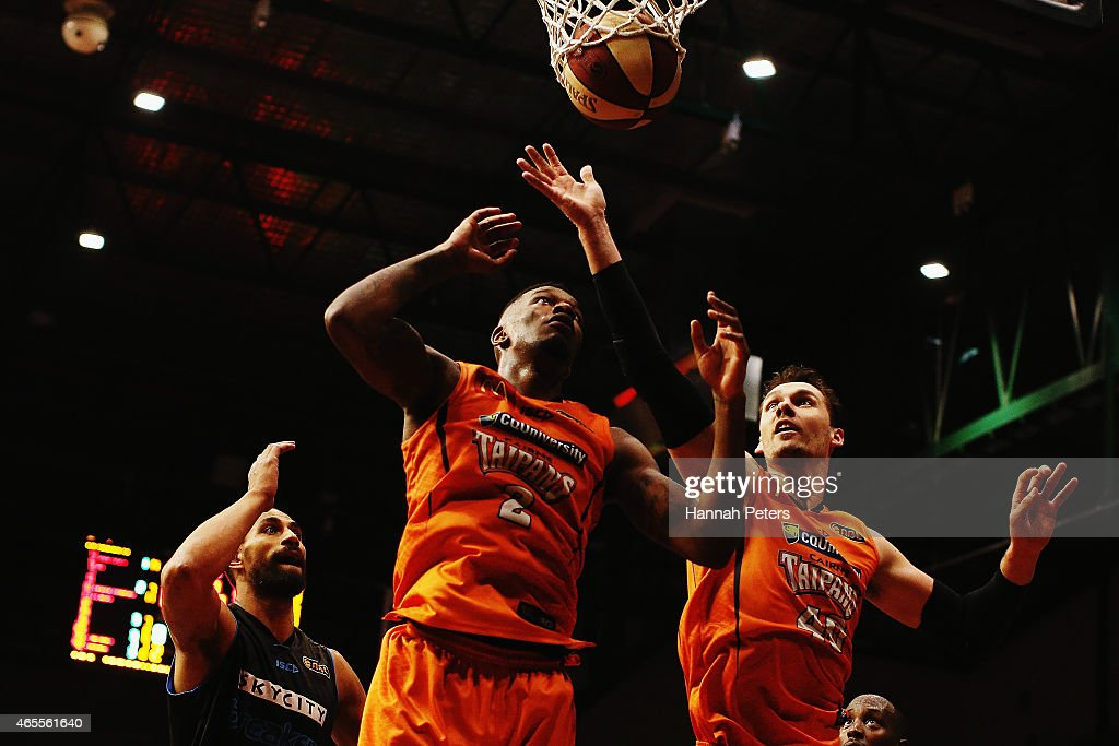 New Zealand v Cairns - NBL Grand Final: Game 2 : News Photo