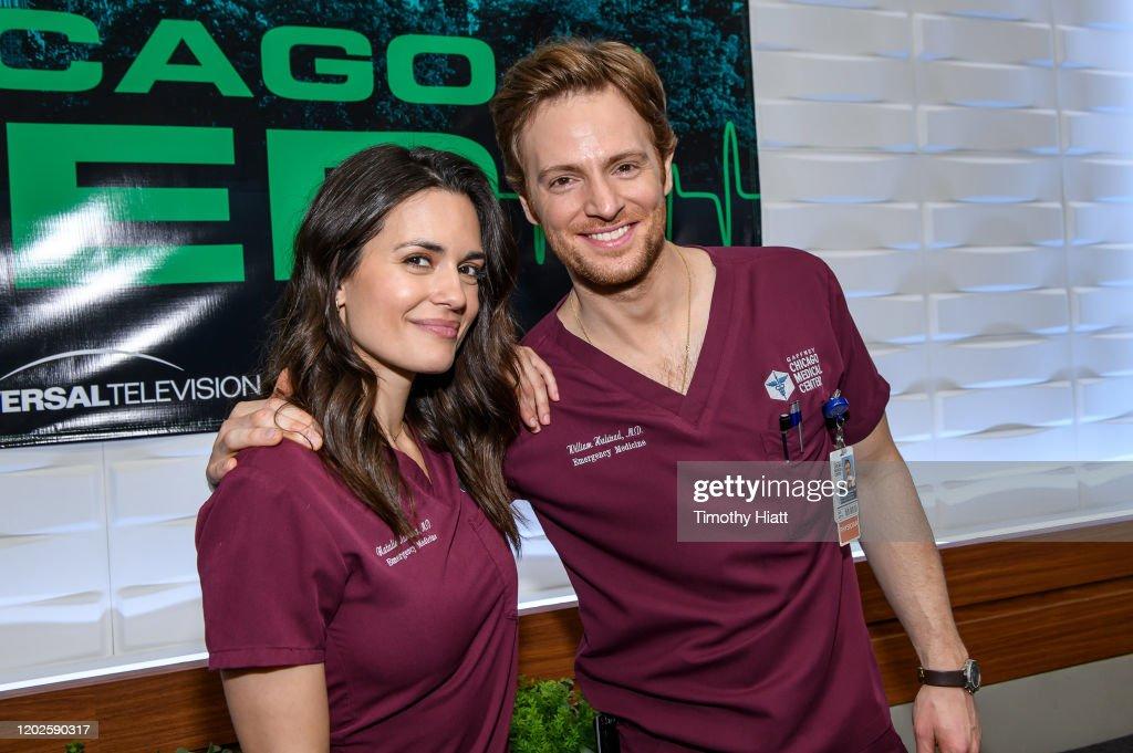 """Chicago Med"" 100th Episode Cake Cutting Celebration : Fotografía de noticias"