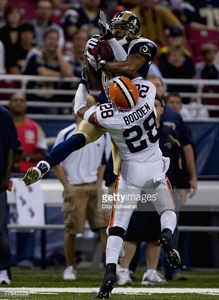 Torry Holt of the St Louis Rams hauls in a pass against Leigh Bodden of the Cleveland Browns against at the Edward Jones Dome October 28 2007 in St...