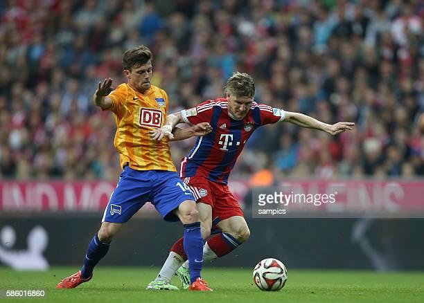 0 Bastian SCHWEINSTEIGER FC Bayern München Valentin Stocker Fußball 1 Bundesliga FC Bayern München Hertha BSC Berlin 10