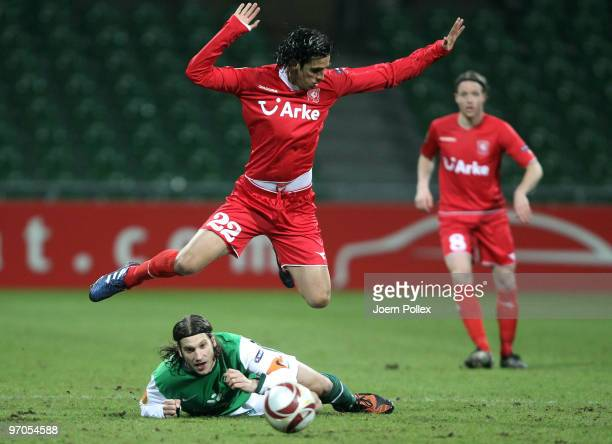 Torsten Frings of Bremen and Bryan Ruiz of Twente battle for the ball during the UEFA Europa League knockout round second leg match between SV Werder...