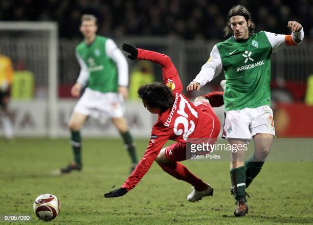 Torsten Frings of Bremen and Dario Vujicevic of Twente battle for the ball during the UEFA Europa League knockout round second leg match between SV...