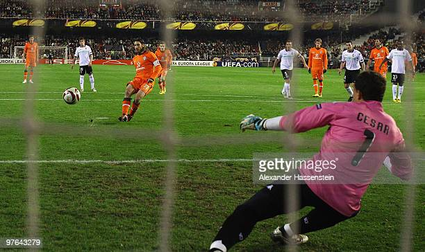 Torsten Frings of Bremen scores his first team goal with a penalty kick during the UEFA Europa League round of 16 first leg match between Valencia...