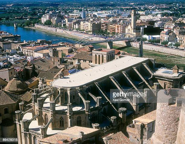 tortosa, tarragona. catalonia (spain). cathedral and ebro river. - flying buttress stock photos and pictures