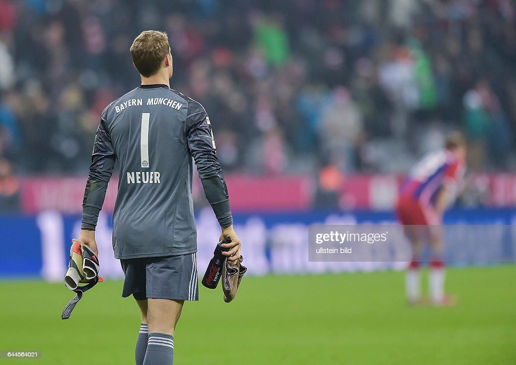 Torwart Manuel Neuer Geht Enttaeuscht Vim Platz Nach Dem
