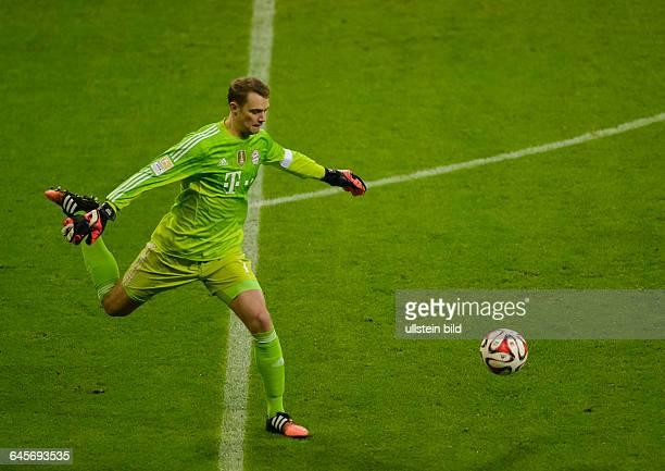 Torwart Manuel Neuer in Aktion waehrend dem Fussball Bundesliga Spiel FC Bayern Muenchen gegen SC Freiburg am 16 Spieltag der Saison 2014/2015 in der...