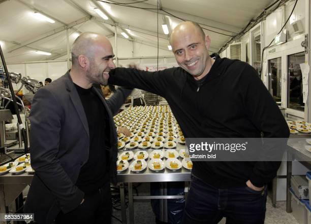 Tosar, Luis - Schauspieler, Spanien - mit Produzent Juan Gordon beim Kulinarischen Kino anlaesslich Berlinale 2011 in Berlin -