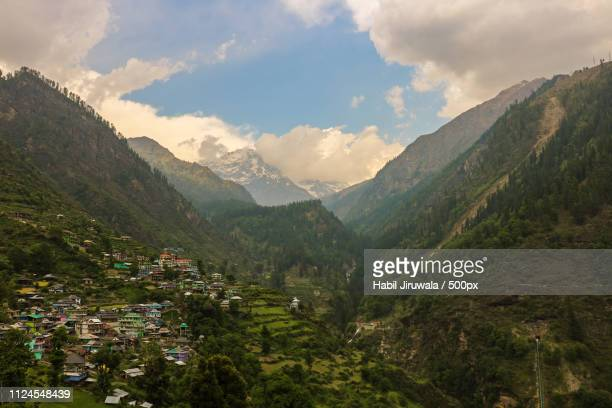 tosh himachal - valley stock pictures, royalty-free photos & images