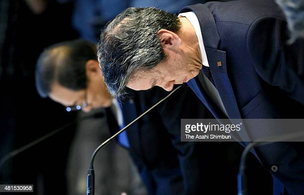 Toshiba Corp President Hisao Tanaka bows for apology during a press conference on July 21 2015 in Tokyo Japan The president of Toshiba Corp and two...