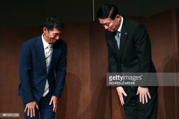 Toshiba Memory Corp President Yasuo Naruke and head of Bain Capital's operations in Japan Yuji Sugimoto bow at the end of a joint press conference in...