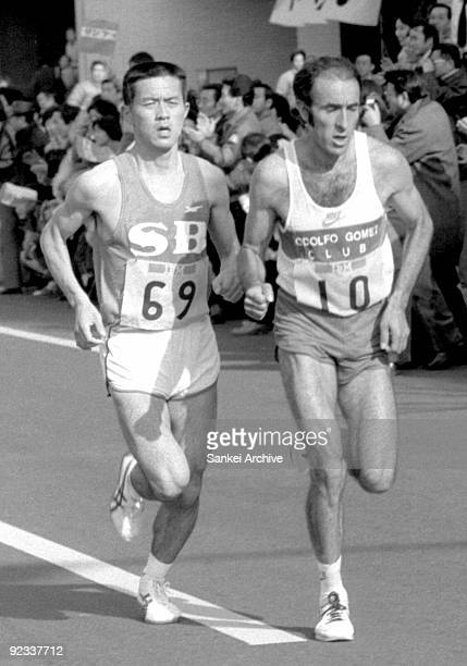 Toshihiko Seko of Japan and Rodolfo Gomez of Mexico compete during the Tokyo International Marathon on Feburary 13 1983 in Tokyo Japan