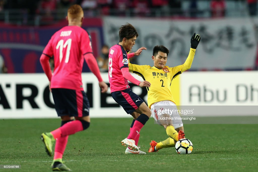 Toshiyuki Takagi of Cerezo Osaka and Liao Lisheng of Guangzhou Evergrande compete for the ball during the AFC Champions League Group G match between Cerezo Osaka and Gunazhou Evergrande at the Yanmar Stadium Nagai on February 21, 2018 in Osaka, Japan.
