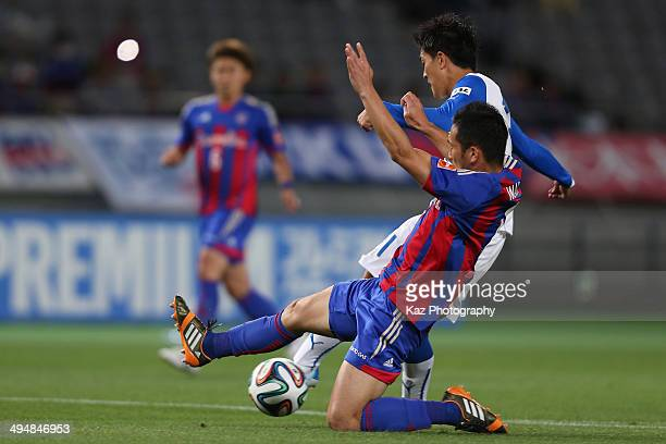 Toshiyuki Takagi of Shimizu SuPulse scores his team's first goal while Yuhei Tokunaga of FC Tokyo fails to block during the JLeague Yamazaki Nabisco...