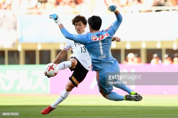 Toshiyuki Takagi of Urawa Red Diamonds and Koki Otani of Albirex Niigata compete for the ball during the JLeague J1 match between Albirex Niigata and...