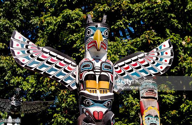 totem pole in vancouver british columbia - totem pole stock pictures, royalty-free photos & images