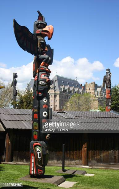 totem pole - victoria canada stock pictures, royalty-free photos & images