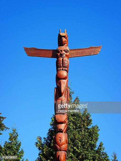 totem pole, stanley park - totem pole stock photos and pictures