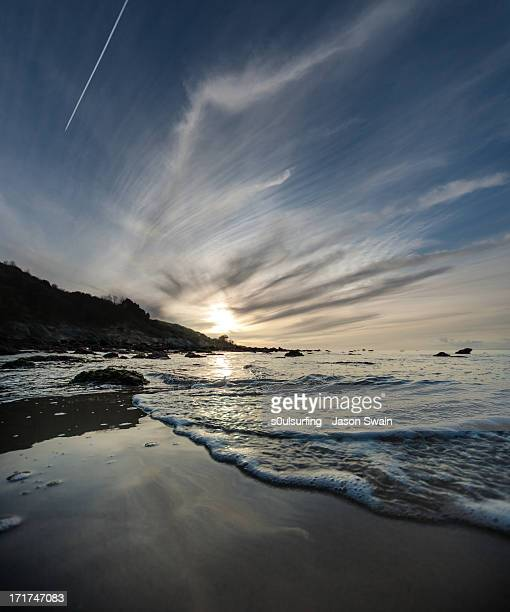 totland bay blues - s0ulsurfing stock pictures, royalty-free photos & images