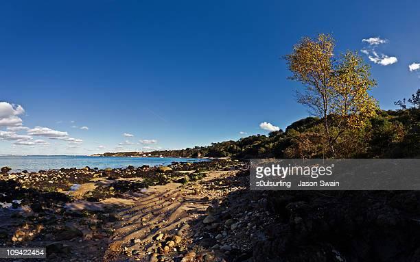 totland bay monday multi-rama sunshine blues - s0ulsurfing stock pictures, royalty-free photos & images