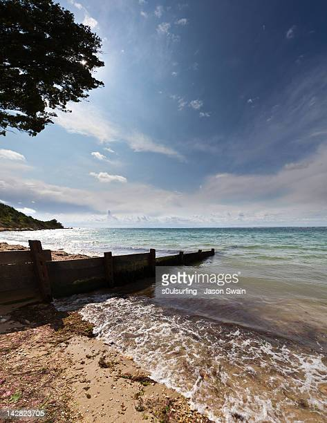 totland bay - s0ulsurfing stock pictures, royalty-free photos & images