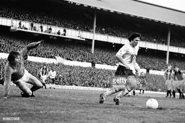 Tottenham Hotspur 2-0 Hull City, FA Fourth Round match at White Hart Lane, Saturday 24th January 1981. Steve Perryman.