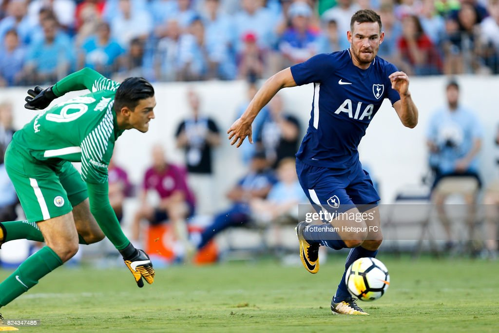 https://media.gettyimages.com/photos/tottenham-hotspur-forward-vincent-janssen-runs-for-the-ball-against-picture-id824347486