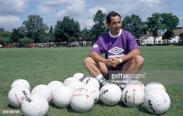 Tottenham Hotspur manager Ossie Ardiles poses for a photo circa August 1993