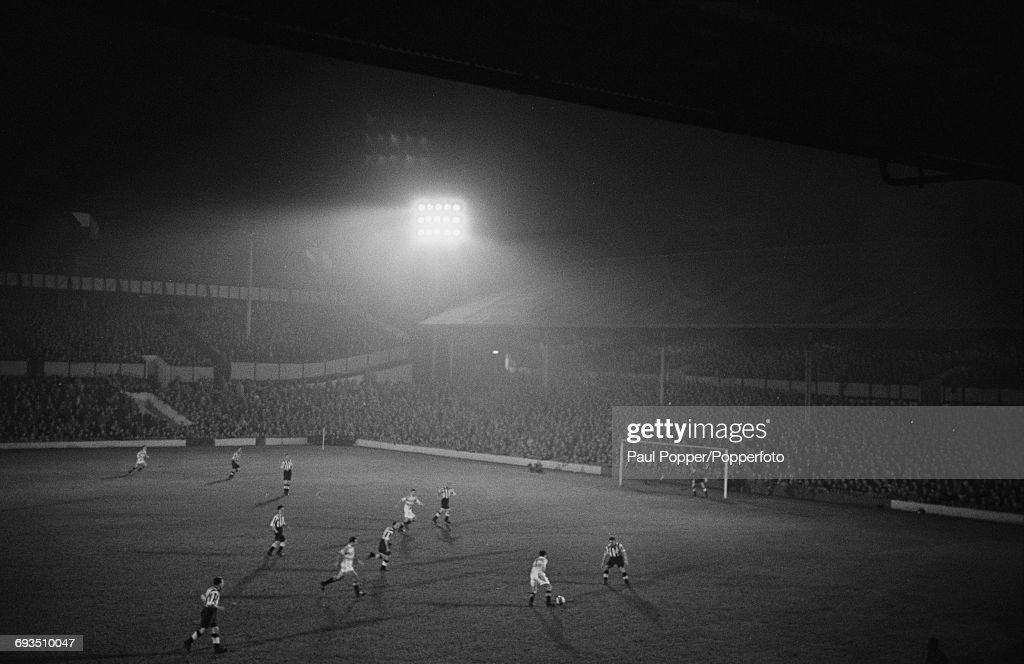 First Floodlit Match At Spurs Ground : ニュース写真