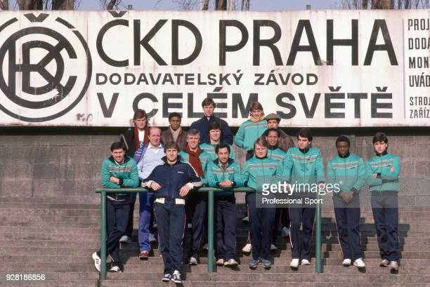 Tottenham Hotspur players pose for a group photo in the stadium before their UEFA Cup 3rd round 2nd leg against Bohemians Praha at the olíek Stadium...