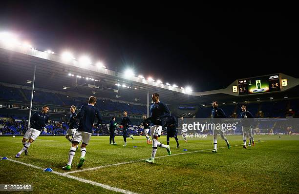 Tottenham Hotspur players warm up prior to the UEFA Europa League round of 32 second leg match between Tottenham Hotspur and Fiorentina at White Hart...