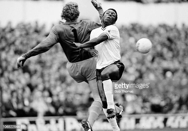 Tottenham Hotspur striker Garth Crooks collides with Wolverhampton Wanderers goalkeeper Paul Bradshaw during their Division One football match held...