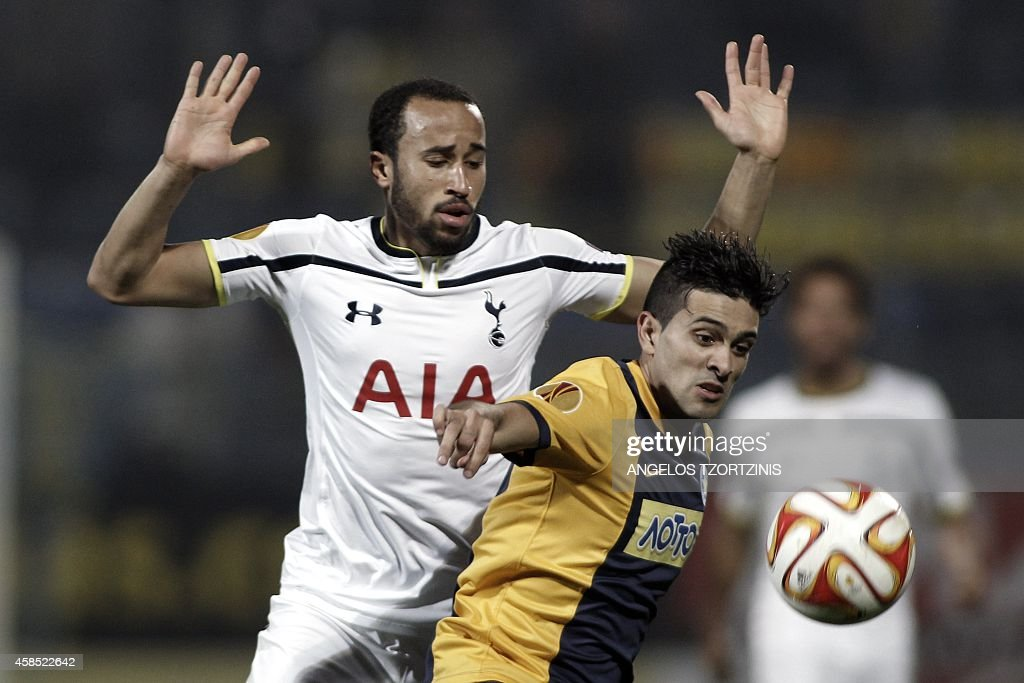 Tottenham Hotspur's Andros Townsend (L) fights for the ball with Asteras Tripolis's defender Braian Lluy (R) during the UEFA Europa League group C football match between Asteras Tripolis and Tottenham Hotspur, in Tripoli south west in Greece, on November 6, 2014. AFP PHOTO / Angelos Tzortzinis