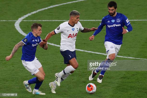 Tottenham Hotspur's Argentinian midfielder Erik Lamela is chased by Everton's French defender Lucas Digne and Everton's Portuguese midfielder André...