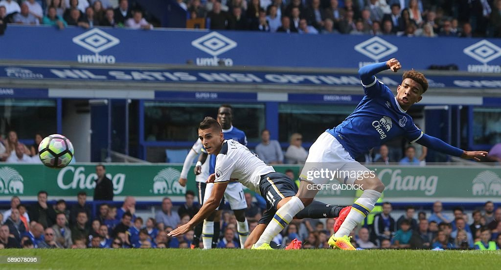 Tottenham Hotspur's Argentinian midfielder Erik Lamela (L) scores an equalising goal for 1-1 during the English Premier League football match between Everton and Tottenham Hotspur at Goodison Park in Liverpool, north west England on August 13, 2016. / AFP / GEOFF CADDICK / RESTRICTED TO EDITORIAL USE. No use with unauthorized audio, video, data, fixture lists, club/league logos or 'live' services. Online in-match use limited to 75 images, no video emulation. No use in betting, games or single club/league/player publications. /
