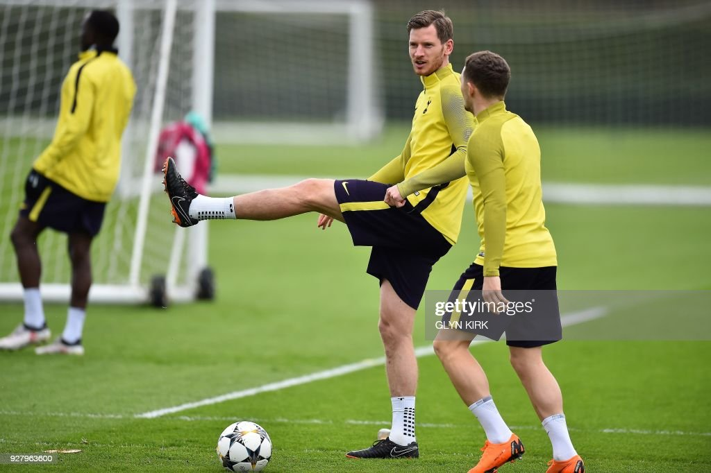 Tottenham Hotspur's Belgian defender Jan Vertonghen (C) takes part in a training session at Tottenham Hotspur's Enfield Training Centre, north-east of London, on March 6, 2018 on the eve of their UEFA Champions League round of sixteen second leg football match against Juventus. /