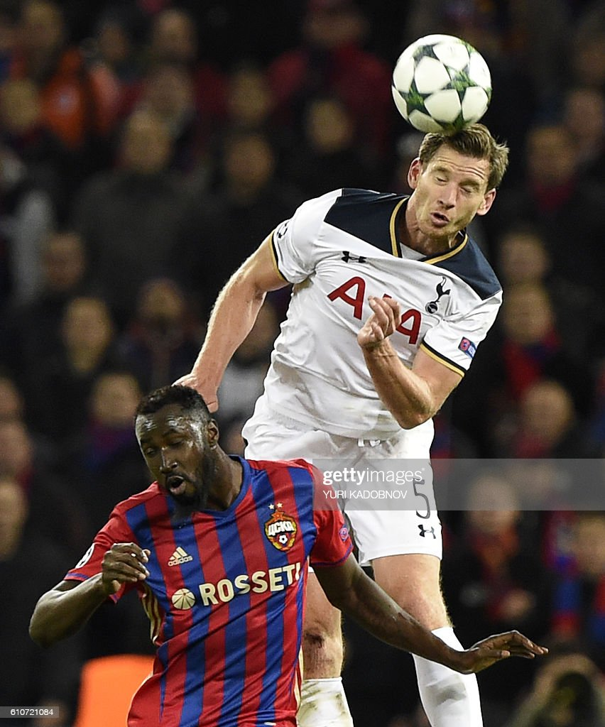 Tottenham Hotspur's Belgian defender Jan Vertonghen (R) vies with CSKA Moscow's Ivorian forward Lacina Traore during their Champions League football match between CSKA Moscow and Tottenham Hotspur at the CSKA arena in Moscow on September 27, 2016. / AFP / YURI