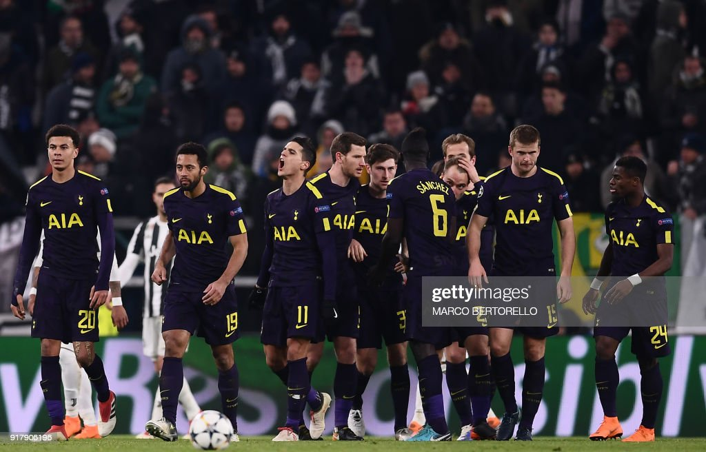 Tottenham Hotspur's Danish midfielder Christian Eriksen (4R) celebrates with teammates after scoring his team's second goal during the UEFA Champions League round of sixteen first leg football match between Juventus and Tottenham Hotspur at The Allianz Stadium in Turin on February 13, 2018. / AFP PHOTO / Marco BERTORELLO
