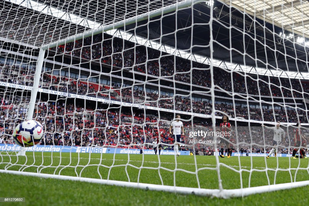 Tottenham Hotspur's Danish midfielder Christian Eriksen (2R) scores the team's first goal during the English Premier League football match between Tottenham Hotspur and Bournemouth at Wembley Stadium in London, on October 14, 2017. / AFP PHOTO / Adrian DENNIS / RESTRICTED TO EDITORIAL USE. No use with unauthorized audio, video, data, fixture lists, club/league logos or 'live' services. Online in-match use limited to 75 images, no video emulation. No use in betting, games or single club/league/player publications. /