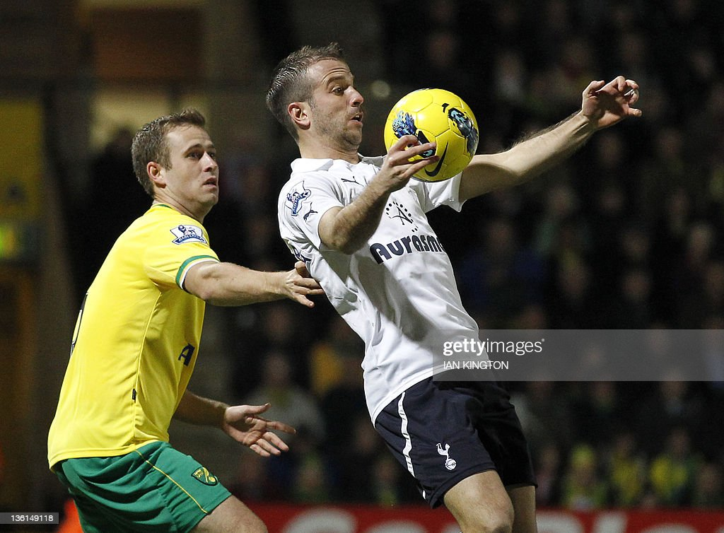 """Tottenham Hotspur's Dutch player Rafael van der Vaart (R) vies with Norwich City's David Fox during an English Premier League football match between Norwich City and Tottenham Hotspur at Carrow Road in Norwich, east England, on December 27, 2011. USE. No use with unauthorised audio, video, data, fixture lists, club/league logos or """"live"""" services. Online in-match use limited to 45 images, no video emulation. No use in betting, games or single club/league/player publications."""