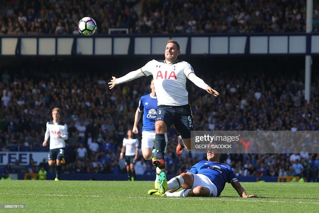 Tottenham Hotspur's Dutch striker Vincent Janssen (L) vies with Everton's English defender Phil Jagielka (R floor) during the English Premier League football match between Everton and Tottenham Hotspur at Goodison Park in Liverpool, north west England on August 13, 2016. / AFP / GEOFF CADDICK / RESTRICTED TO EDITORIAL USE. No use with unauthorized audio, video, data, fixture lists, club/league logos or 'live' services. Online in-match use limited to 75 images, no video emulation. No use in betting, games or single club/league/player publications. /