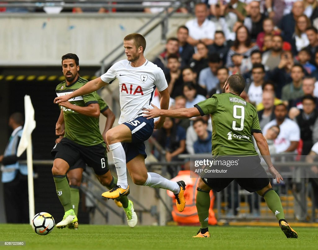 Tottenham Hotspur's English defender Eric Dier (C) vies with Juventus' German midfielder Dami Khedira (L) and Juventus' Argentinian striker Gonzalo Higuain (R) during the pre-season friendly football match between Tottenham Hotspur and Juventus at Wembley stadium in London on August 5, 2017. / AFP PHOTO / OLLY GREENWOOD / RESTRICTED TO EDITORIAL USE. No use with unauthorized audio, video, data, fixture lists, club/league logos or 'live' services. Online in-match use limited to 75 images, no video emulation. No use in betting, games or single club/league/player publications. /