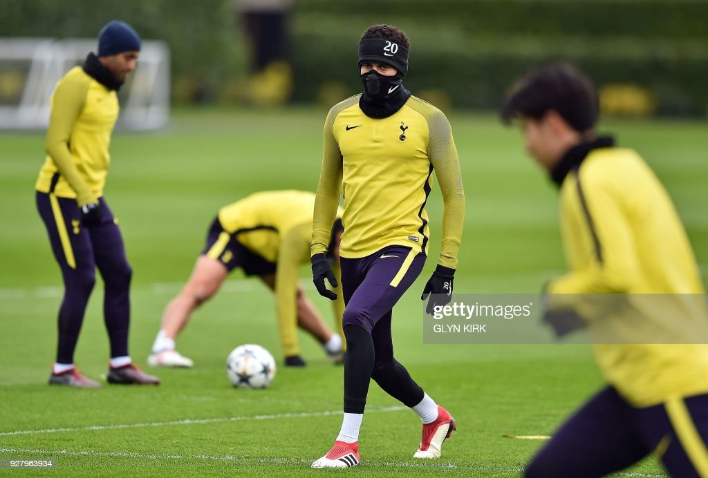 Tottenham Hotspur's English midfielder Dele Alli (C) takes part in a training session at Tottenham Hotspur's Enfield Training Centre, north-east of London, on March 6, 2018 on the eve of their UEFA Champions League round of sixteen second leg football match against Juventus. /