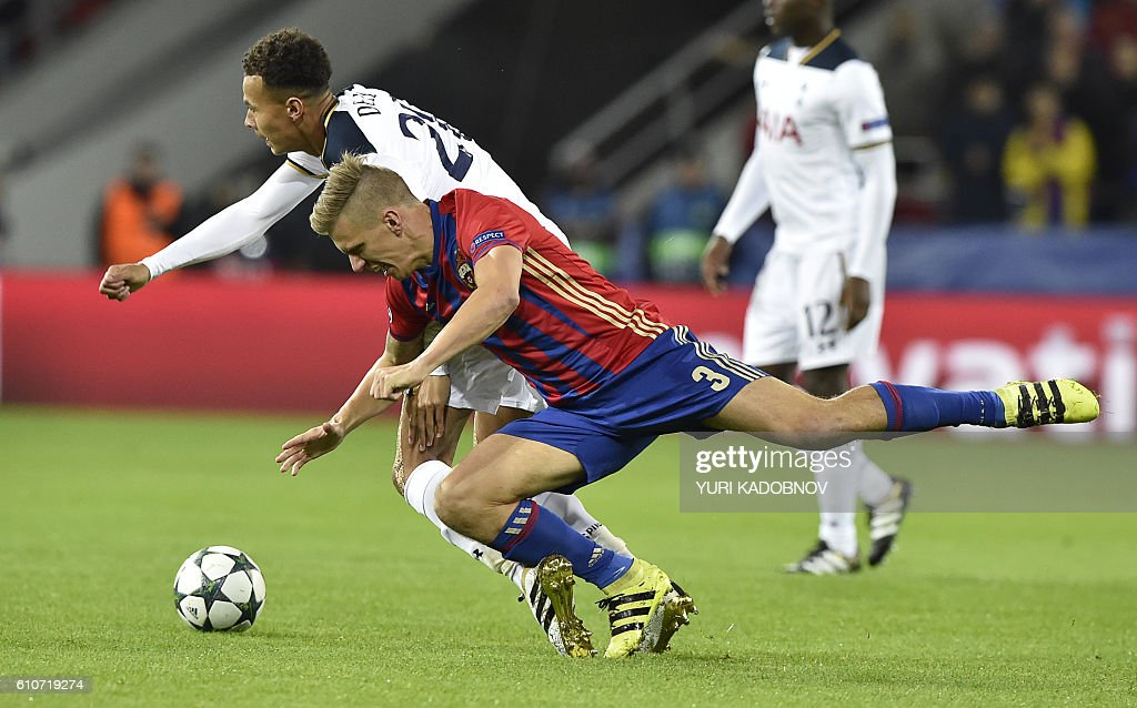 Tottenham Hotspur's English midfielder Dele Alli (L) vies with CSKA Moscow's Swedish midfielder Pontus Wernbloom during their Champions League football match between CSKA Moscow and Tottenham Hotspur at the CSKA arena in Moscow on September 27, 2016. / AFP / YURI