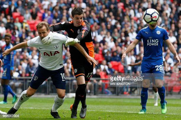 Tottenham Hotspur's English striker Harry Kane and Leicester City's Bosnianborn Swiss goalkeeper Eldin Jakupovic battle for the ball during the...