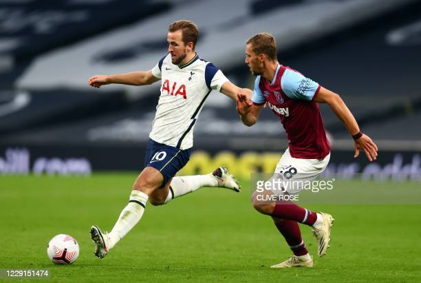 Tottenham Hotspur's English striker Harry Kane and West Ham United's Czech midfielder Tomas Soucek compete during the English Premier League football...
